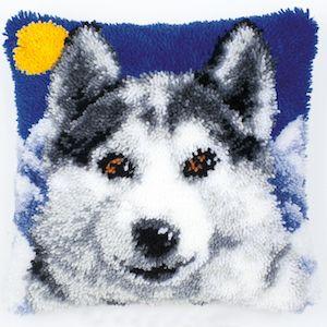 Vervaco  Wolf Latch  Hook  Cushion Kit